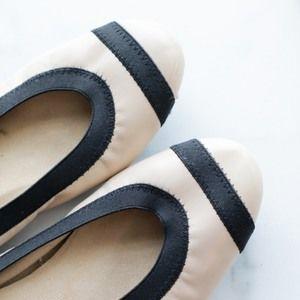 STUART WEITZMAN Giveable round toe flat cream